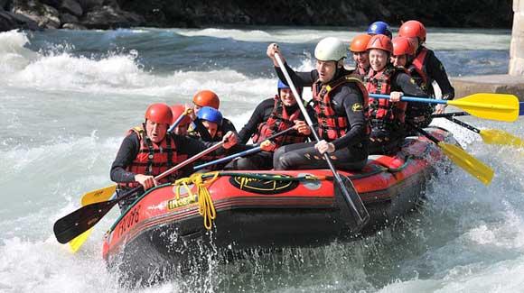 Qu'est-ce que le rafting ? Tour d'horizon d'une discipline à l'assaut des rivières