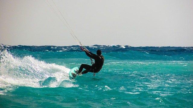Passer des vacances mémorables dans les meilleurs spots de kitesurf de France