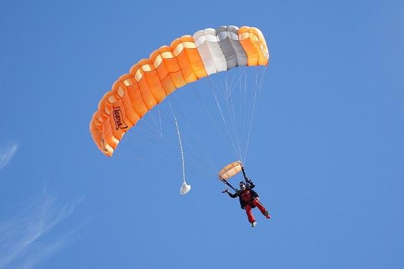 Quelles sont les conditions pour faire un saut en parachute ?